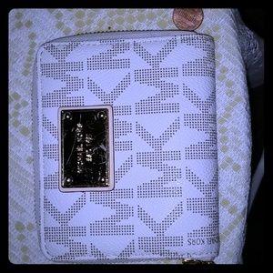 💥pre-loved💥 MK WHITE MONOGRAM WALLET